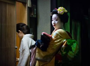 Maiko Geisha entering a Teahous, Kyoto - Photo by Zed Sindelar of CuriousZed Photography