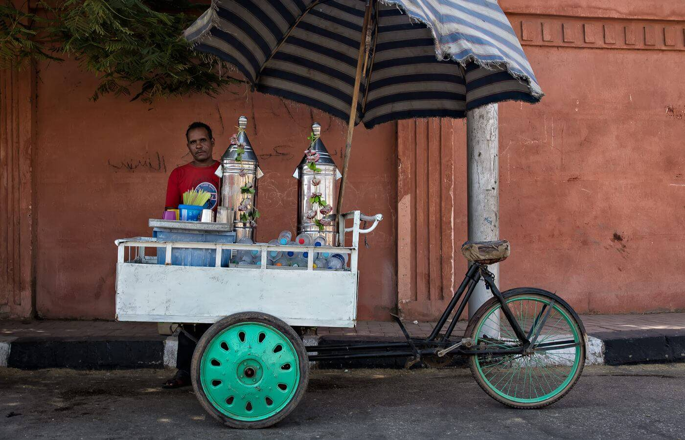 Street vendor of Karkade drink in Luxor, Egypt - Photo by Zdenek Sindelar of CuriousZed Photography